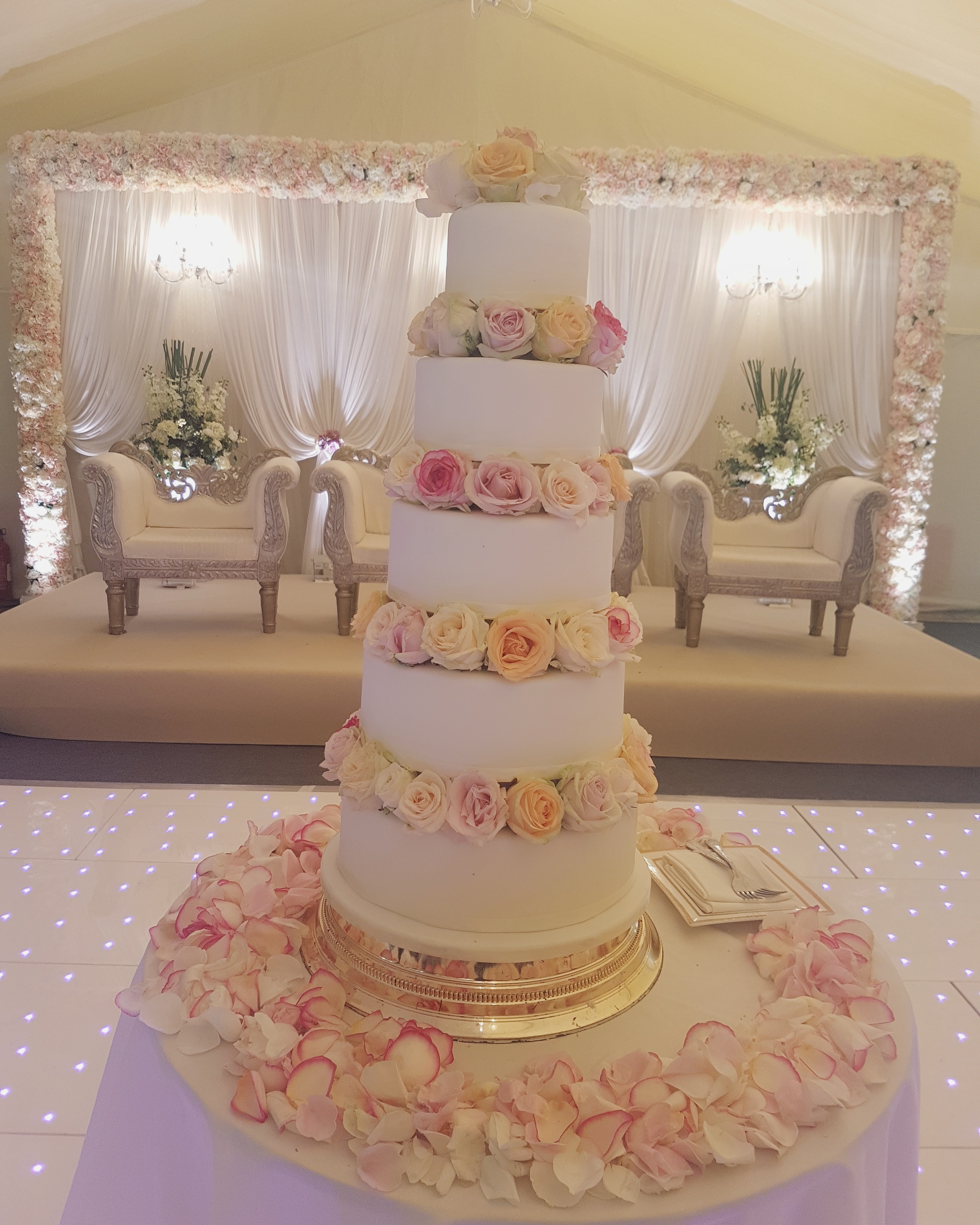 Fresh Flowers 5 Tiers 545 Bespoke Cakes And Treats